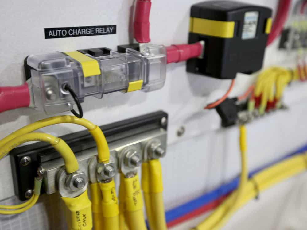 Blue Sea Systems AMI / MIDI Safety Fuse Block - bluemarinestore.com